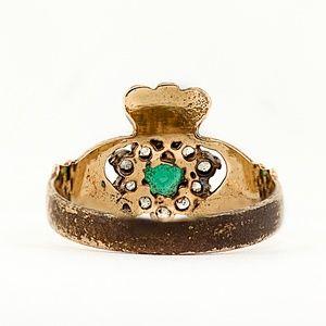 Vintage Jewelry - 1940's Irish Emerald Claddagh 9K Ring
